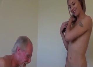 Brunette blows her elderly daddy