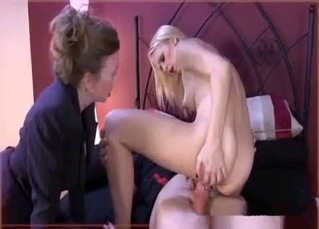 Big booty bitch in a family threesome