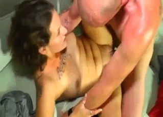 Tatted-up bitch fucked by her dad
