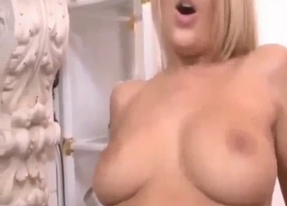 Blonde screaming as she gets gaped