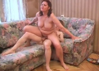 Chubby mommy takes it from behind