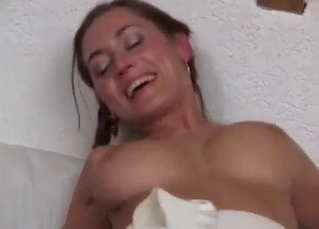 Trimmed pussy babe loves raw gape