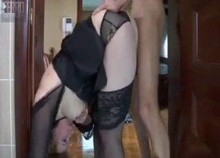 Impossibly flexible mommy gets fucked